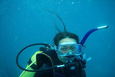 Diving woman - p375m893397 by whatapicture