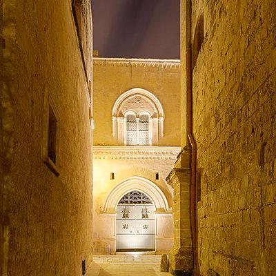 Palazzo Falson illuminated at night, Mdina, Malta - p429m824418 by Alex Holland