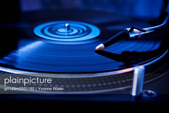 Plattenspieler - p1149m2021192 von Yvonne Röder
