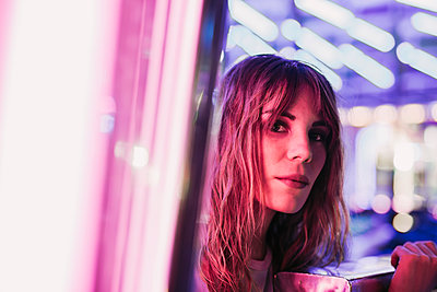 Portrait of a young woman on a funfair at night - p300m2132158 by DREAMSTOCK1982