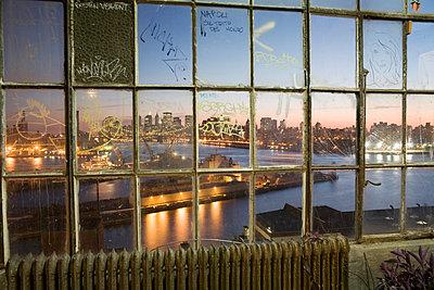 Manhattan skyline - p4240101 by Justin Winz