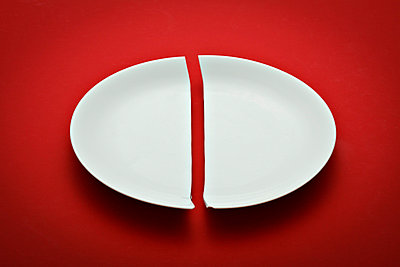 Broken plate - p648m758067 by Ursula Raapke