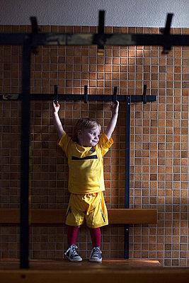 Kleiner Fußballer - p1308m1136772 von felice douglas