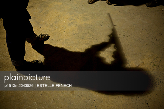 Shadow of a shooter - p1513m2043926 by ESTELLE FENECH