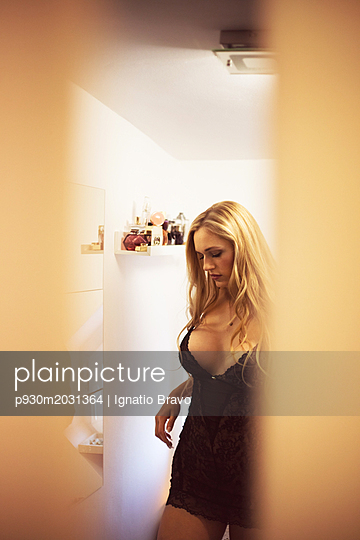 Blond woman - p930m2031364 by Ignatio Bravo