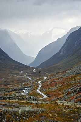 Berglandschaft in Norwegen - p1124m1503387 von Willing-Holtz