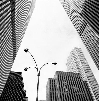 Rockefeller Center mit Laterne - p627m672345 by Kirsten Nijhof