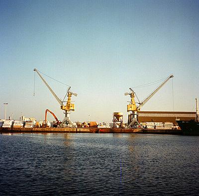 Quay cranes - p6330094 by Philippe Servent