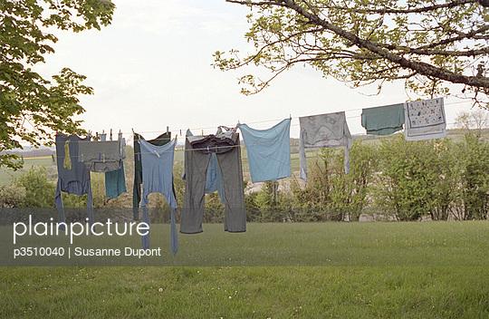 Wäsche auf Wäscheleine - p3510040 von Susanne Dupont