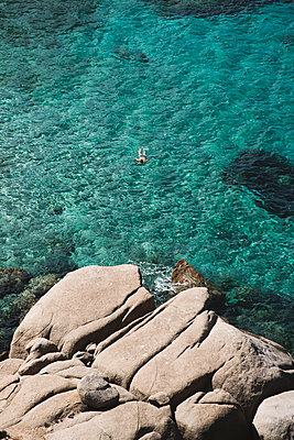 Unrecognizable man swimming in the calm Mediterranean sea in Sardinia, Italy - p1423m2215665 by JUAN MOYANO