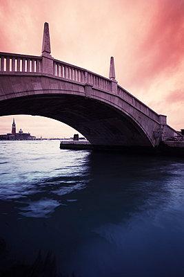 Brücke in Venedig;  Italien - p3300304 von Harald Braun