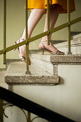 Woman walking up the stairs - p971m823114 by Reilika Landen