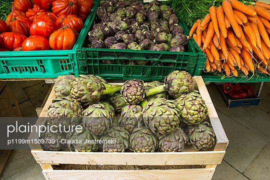 Kisten mit Gemüse - p1199m1589739 von Claudia Jestremski