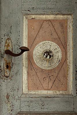 alte tuer - p627m670894 by Chris Keller