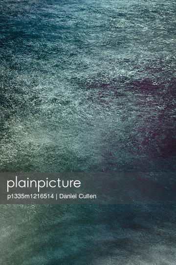 Dunkles Wasser - p1335m1216514 von Daniel Cullen
