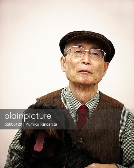 Senior with his dog - p5000129 by Yumiko Kinoshita