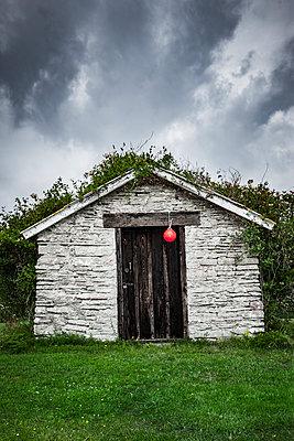 Steinhaus mit Boje - p248m1465028 von BY