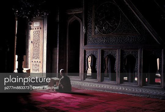 Praying muslim - p277m883373 by Dieter Reichelt