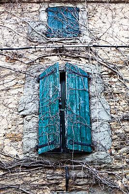 Zwei Fenster - p505m918714 von Iris Wolf
