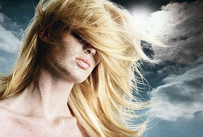 Blond - p548m710039 von Fred Leveugle