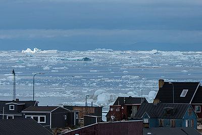 Ilulissat im Sommer - p741m2108965 von Christof Mattes