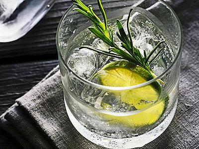 Gin Tonic - p851m2073203 by Lohfink