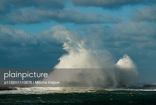 Storm Boulogne - p1132m1110878 by Mischa Keijser
