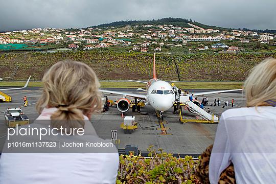 Flugplatz auf Madeira - p1016m1137523 von Jochen Knobloch