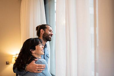 Couple of senior man and woman, in a hotel, Madrid / Spain - p300m2282177 von Jose Carlos Ichiro