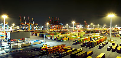 Container port at night - p416m1060502 by Oliver Heinemann
