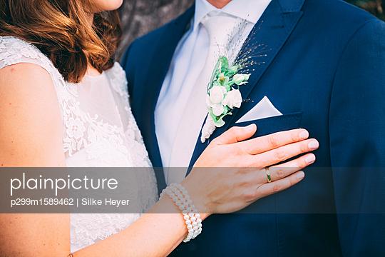 Braut und Bräutigam - p299m1589462 von Silke Heyer