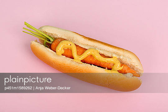 Karotten Hotdog - p451m1589262 von Anja Weber-Decker
