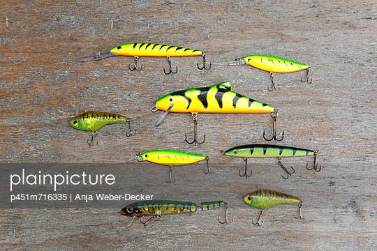 Sammlung Angelköder - p451m716335 von Anja Weber-Decker