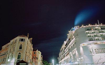 Kreuzfahrtschiff im Canale Grande - p5070091 von Lauren Krohn