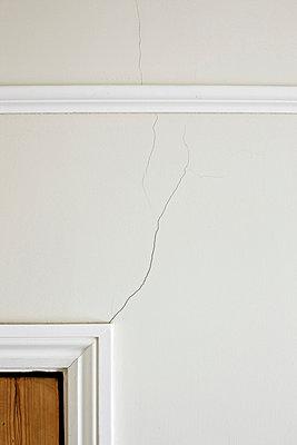 Crack above door frame - p92410968 by Ian Nolan