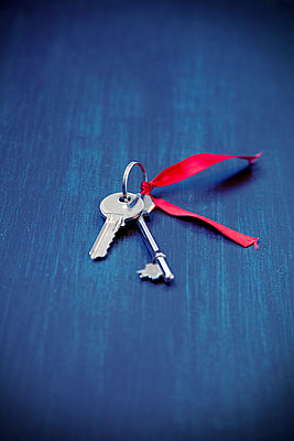Keys with Red Ribbon - p1248m2092510 by miguel sobreira