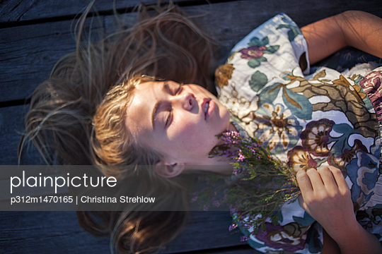 Girl with flowers - p312m1470165 by Christina Strehlow