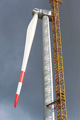 Unfinished wind turbine - p1079m885253 by Ulrich Mertens