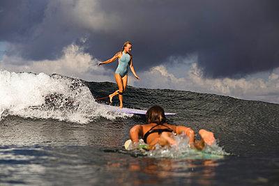 Indonesia, Bali, two women surfing - p300m1205444 by Konstantin Trubavin