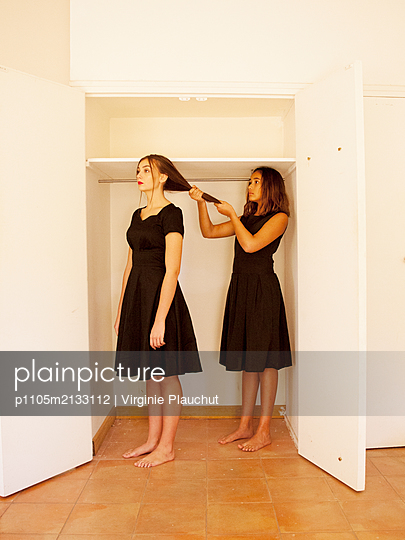 Two women in the closet - p1105m2133112 by Virginie Plauchut