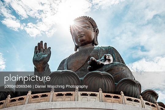 Hong Kong, Lantau, Ngong Ping, Tian Tan Buddha - p300m2069346 by Daniel Waschnig Photography