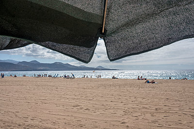 Menschen am Strand - p229m2107308 von Martin Langer