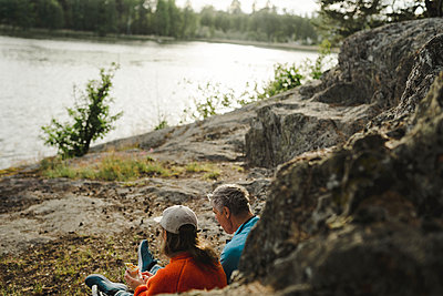 Couple of hikers resting - p312m2161951 by Stina Gränfors