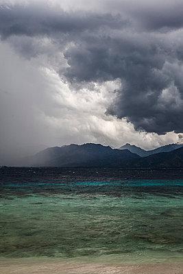 Gewitter vor Lombok, Indonesien - p979m910047 von Gleiser