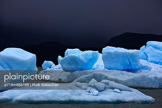 Lago Argentino - p719m883165 by Rudi Sebastian