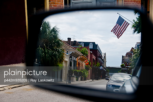 Louisiana, New Orleans, Cars and shops seen through the sideview mirror of a car. - p442m935209 by Ray Laskowitz