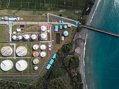 Indonesia, Bali, Aerial view of oil refinery - p300m2042687 von Konstantin Trubavin