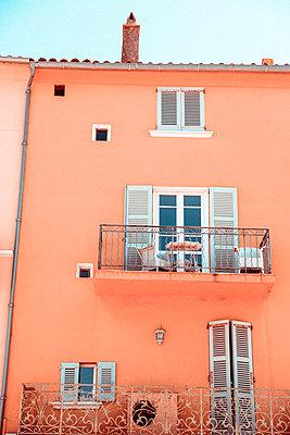 Haus in St. Tropez - p432m1586349 von mia takahara