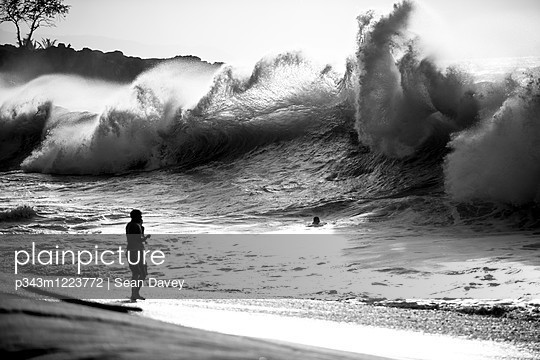 A Large Waves At Waimea Beach On The North Shore Of Oahu - p343m1223772 by Sean Davey