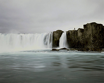 Godafoss waterfall, Iceland - p1028m767201 von Jean Marmeisse